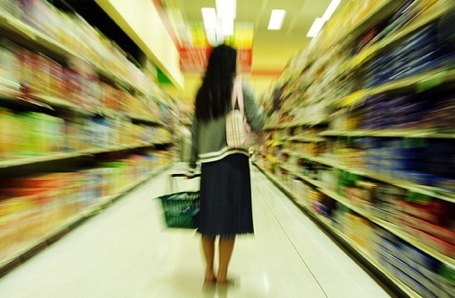 woman-shopping-grocery-store1